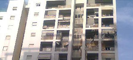 Ashdod building hit by rocket - Photo: Zeev Trachtman