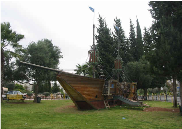 Emanue playground - Photo Wikimedia Commons