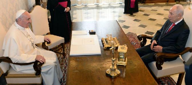 Israeli President Shimon Peres meets with Pope Francis - Photo by Kobi Gideon , GPO