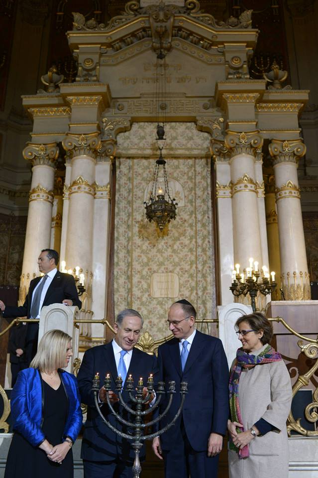 Prime Minister Benjamin Netanyahu and his wife Sarah attend the Chanukah candle-lighting ceremony at the synagogue in Rome, Italy with Italian Prime Minister Enrico Letta. – Photo: Amos Ben Gershom GPO