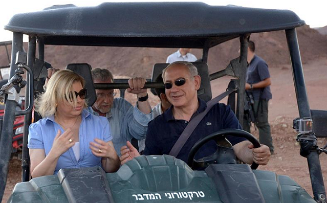 Prime Minister Benjamin Netanyahu with Mrs Sara Netanyahu at Timna Park. - Photo: Avi Ohayon, GPO