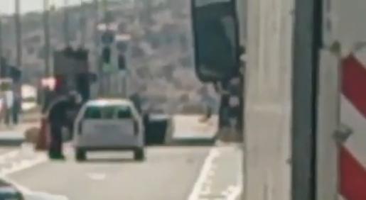 Israel Police Sapper neutralizes explosive devise - Screenshot