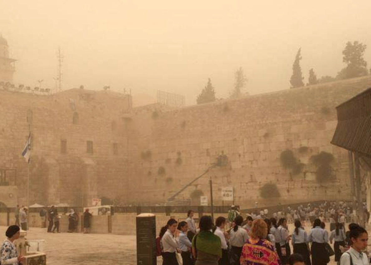 The abomination on the Temple Mount has disapeared behind the sandstorm in Jerusalem.