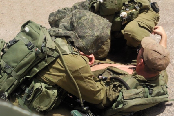 IDF medic aiding injured soldier - Photo: IsraelandStuff/PP