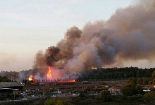 Flames roaring near Modiin - Photo courtesy Israel Fire & Rescue Services