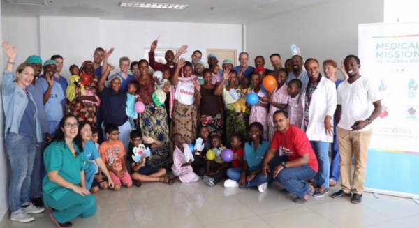 medical-teams-from-israel-germany-and-the-tanzanian-jakaya-kikwete-cardiac-institute-with-the-children-they-treated-save-a-childs-heart