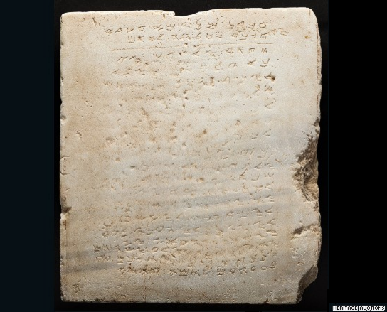The oldest stone inscription of the Ten Commandments is being auctioned - Photo: Heritage Auctions