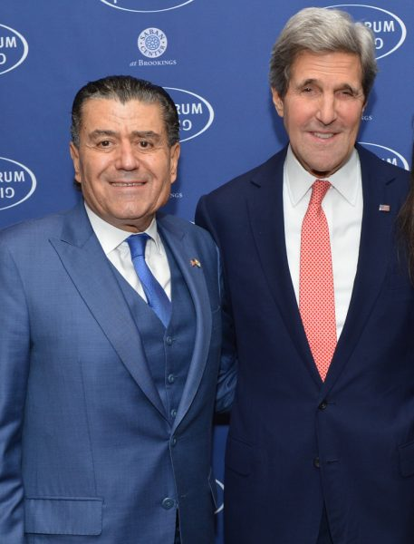 U.S. Secretary of State John Kerry poses for a photo with Saban Forum chairman Haim Saban - Photo: US St Dept/Public Domain